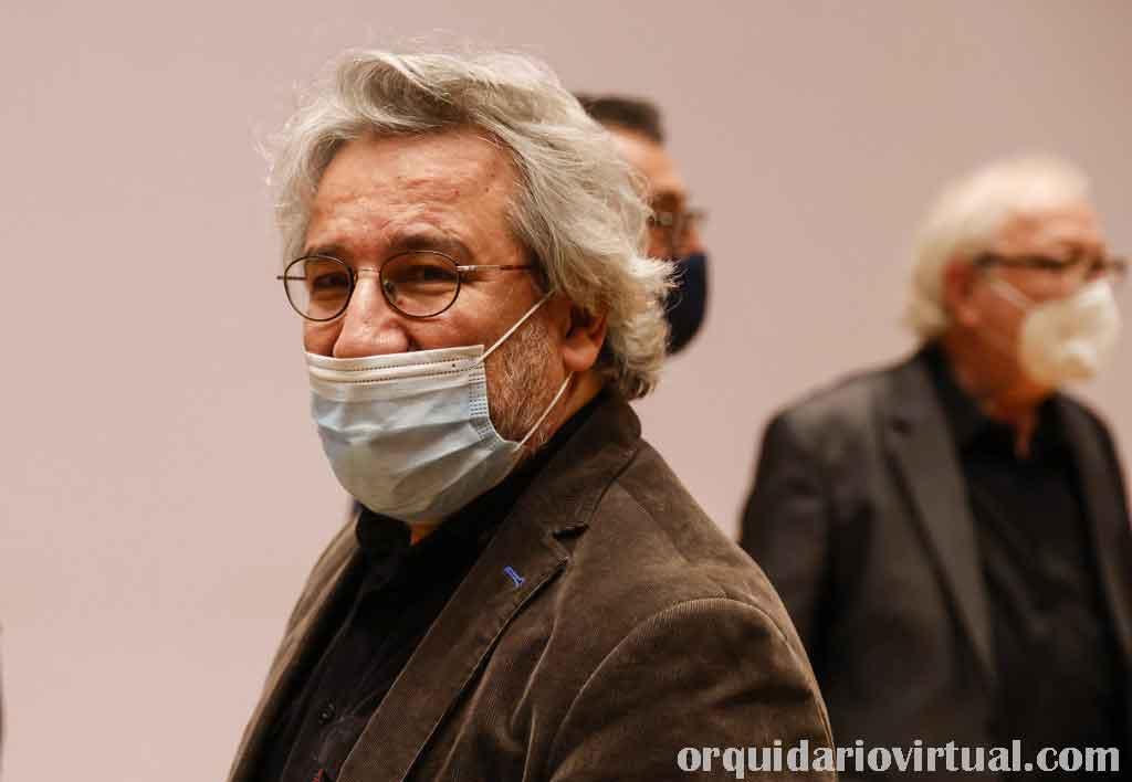 Can Dundar นักข่าวประเทศตุรกี ถูกตัดสินจำคุก 27 ปี 6 เดือนในข้อหาจารกรรมและช่วยเหลือองค์กรติดอาวุธตามที่ทนายความของ Can Dundar
