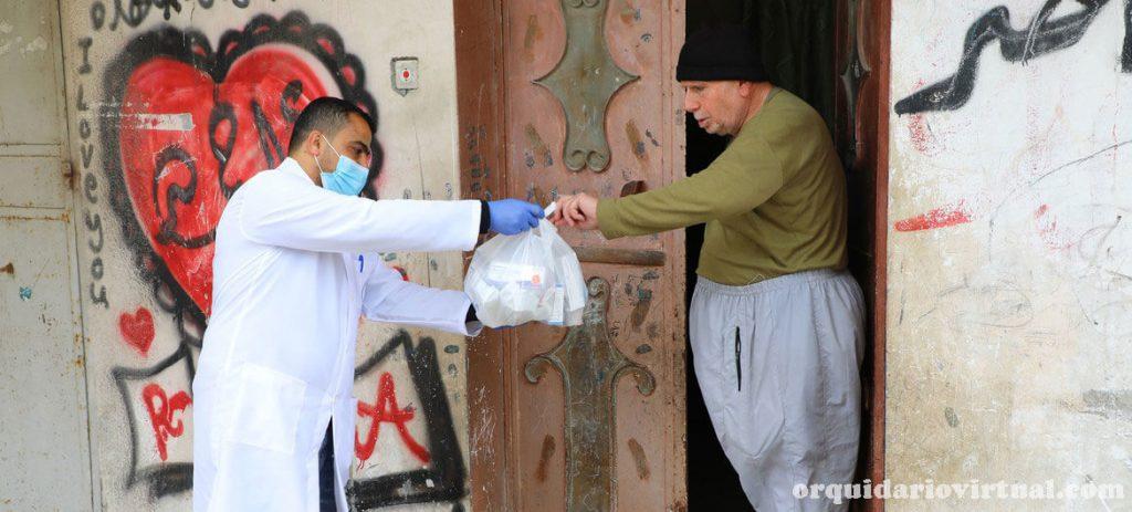 Palestinians นายกรัฐมนตรีเบนจามินเนทันยาฮูได้รับการฉีควัคซีนป้องกันไวรัสโคโรน่าเมื่อวันที่ 19 ธันวาคมซึ่งเป็นการเริ่มต้นของการเปิดตัวระดับ