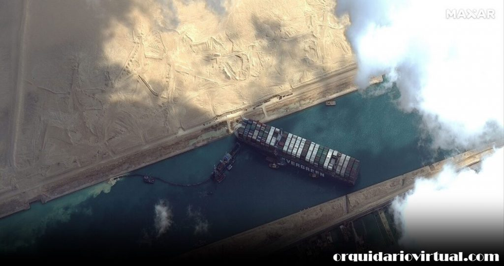 Suez Canal การขนส่งสินค้าผ่านคลองสุเอซของอียิปต์กลับมาดำเนินการต่อในวันจันทร์หลังจากเรือคอนเทนเนอร์ขนาดยักษ์ที่ปิดกั้นทางน้ำที่พลุกพล่าน