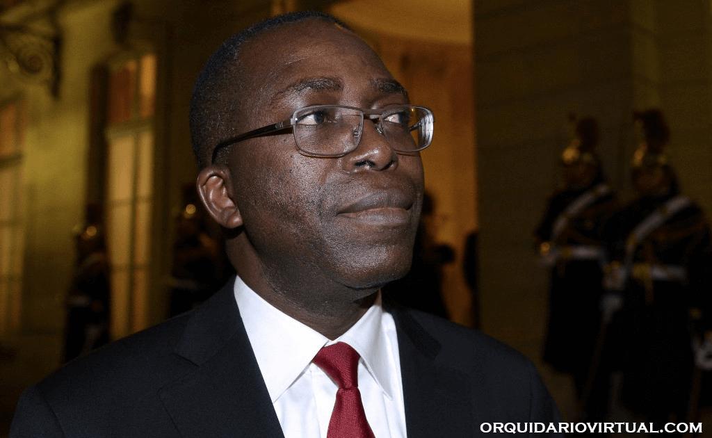 Ex-DRC PM อดีตนายกรัฐมนตรีแห่งสาธารณรัฐประชาธิปไตยคองโก ออกัสติน มาตาตา ปอนโย ถูกศาลรัฐธรรมนูญของประเทศกักบริเวณในบ้าน Ex-DRC PM